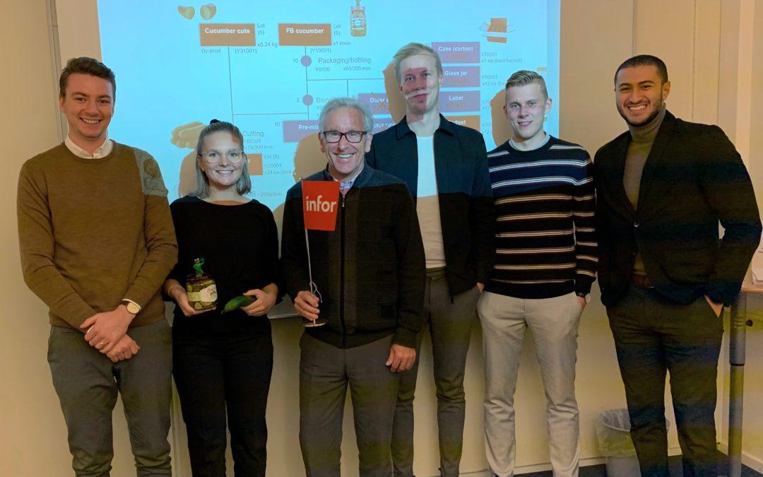 Gruppbild på Elvenites traineer 2019-2020 i Linköping med Jean-Luc
