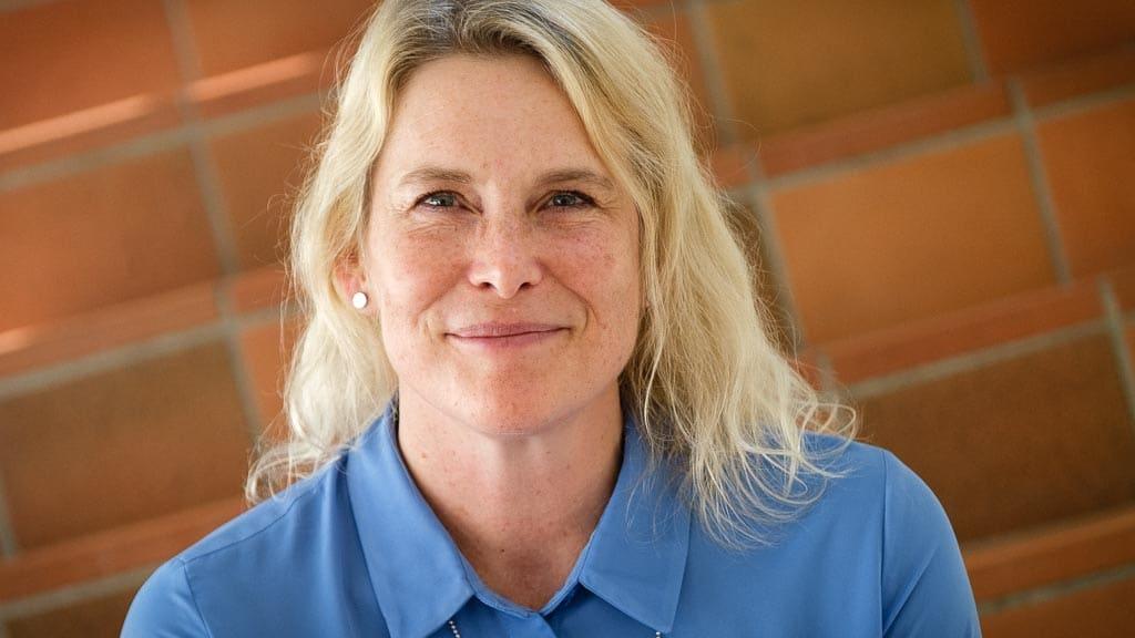 Porträttbild på Helén Williams, doktor i miljö- och energisystem vid Karlstads universitet